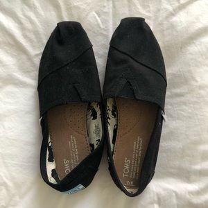 Black TOMS size 6
